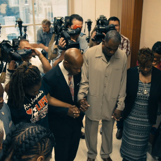 DAZIE WILLIAMS FAMILY PRAY BEFORE COURT
