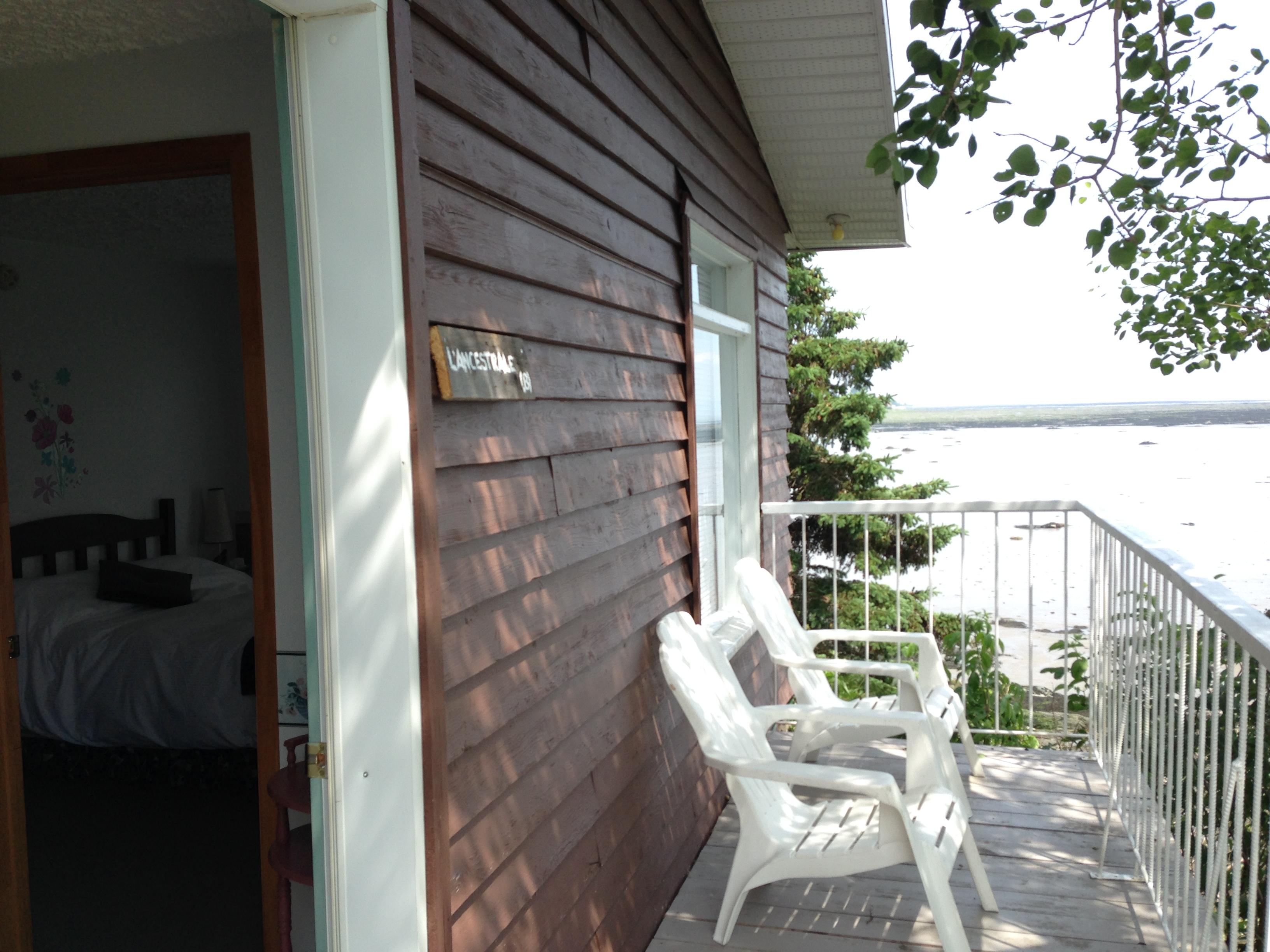 L'ancestrale et son balcon sur le fleuve