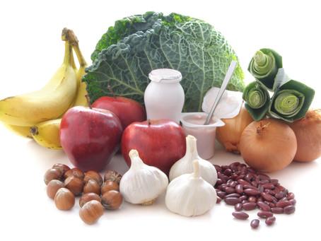 Probióticos e prebióticos essenciais à saúde.
