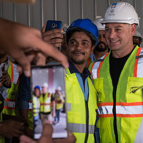 Cricket star Nathan McCullum visits the New Zealand Pavilion