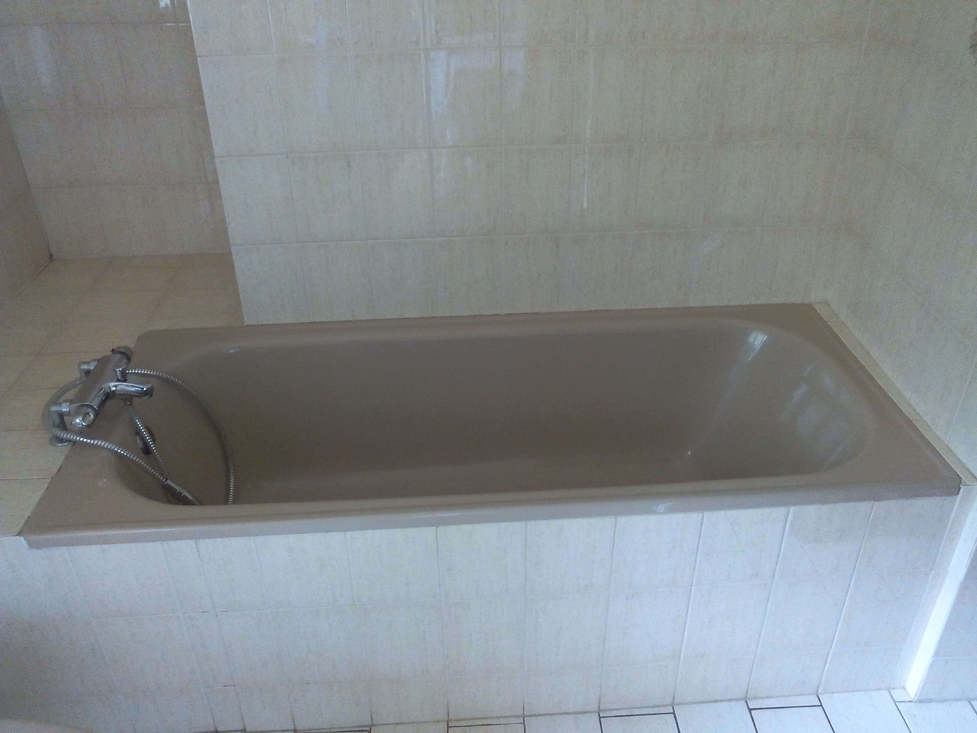 Baignoire sabot avec porte par exemple cuest une for Prix d une baignoire avec porte