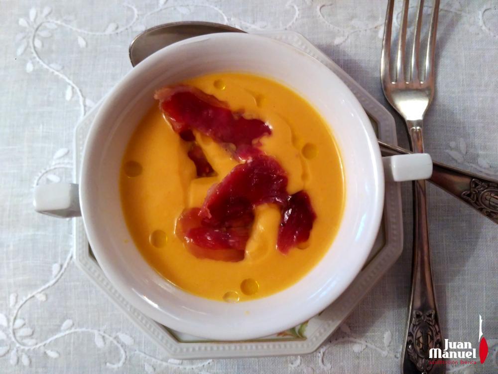 Crema de calabaza con leche de coco, curry y paleta ibérica Juan Manuel
