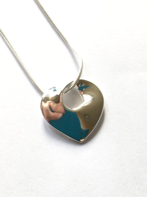 Simple Solid Heart Twist Pendant