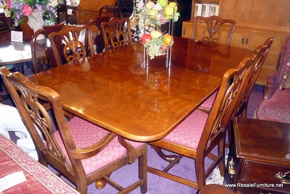 Henredon 2 Pedestal Table 6 Chairs