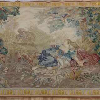 9051 English Tapestry Surprised Lovers