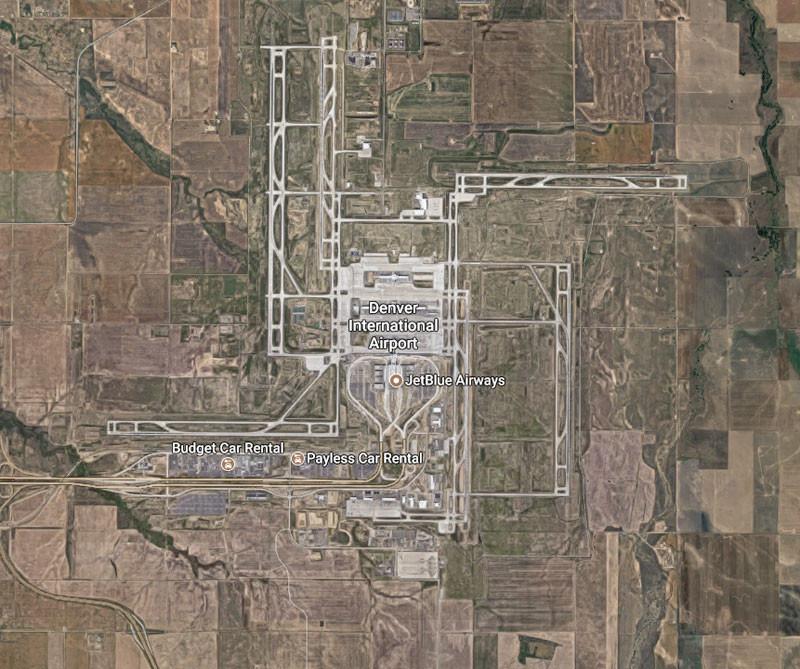Vista aérea del aeropuerto de Denver y su forma de  esvástica