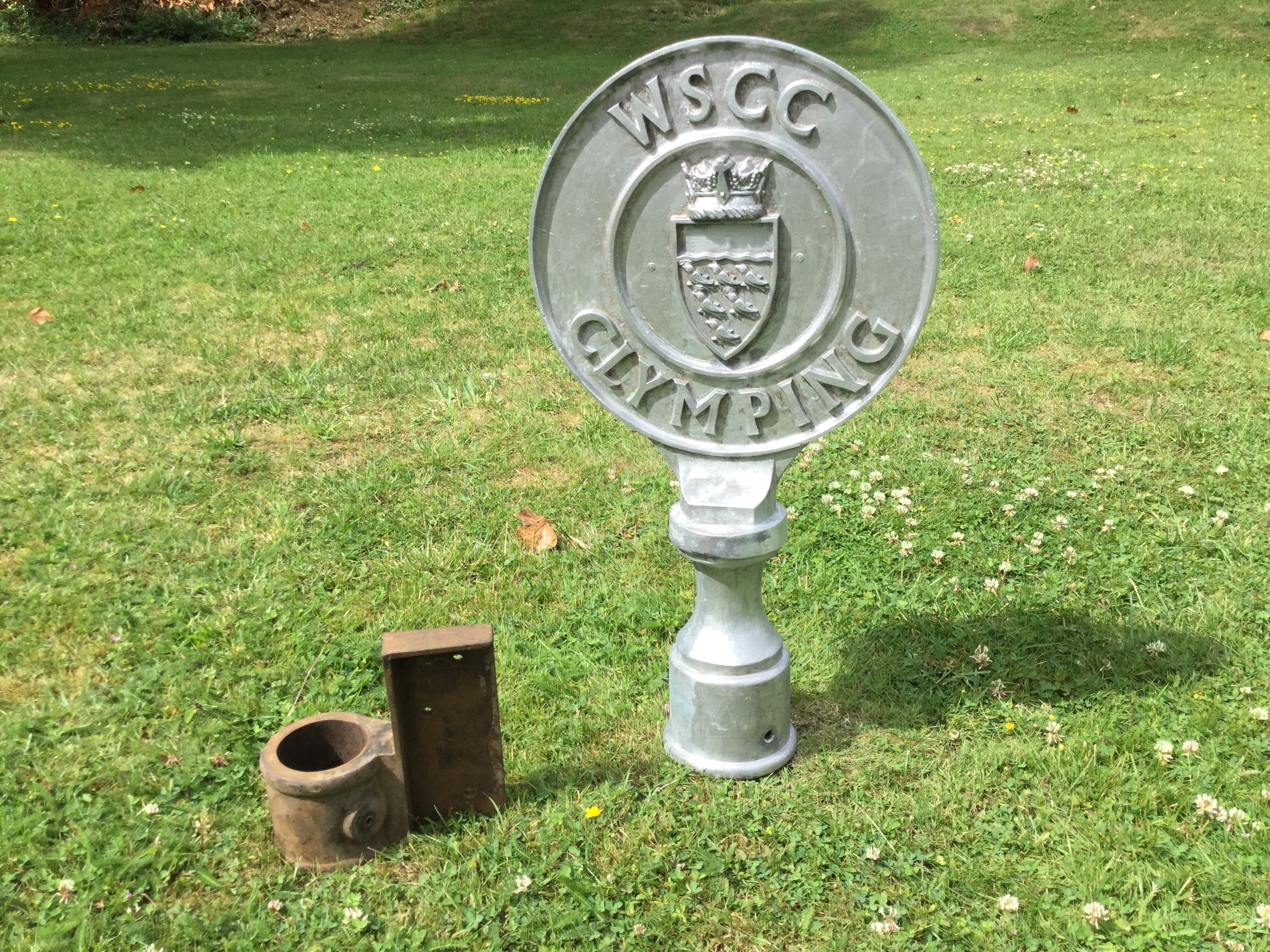 Cast Metal Finial & Cast Metal Sign Brac
