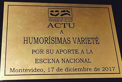 Placa otorgada por la Asociación de Crítcos Teatrales del Uruguay a HUMORISIMAS por su aporte a la escena nacional