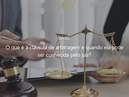 O que é a cláusula de arbitragem e quando ela pode ser conhecida pelo juiz?