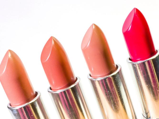 lipstick-1137536_1920.jpg