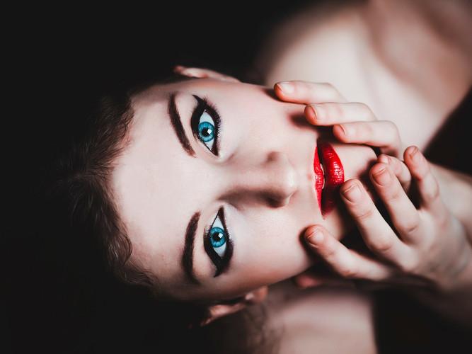 blue-eyes-237438_1920.jpg