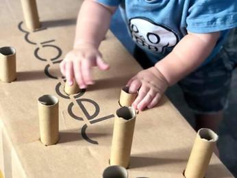 פוסט הקרטונים הגדול! 10 רעיונות לפעילויות ומשחקים מקופסאות קרטון ♻️  לפעוטות סביב גיל שנה