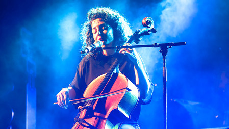 Maya Belsitzman Playing and singing