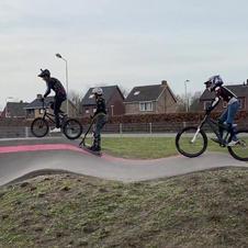 Groep riders samen
