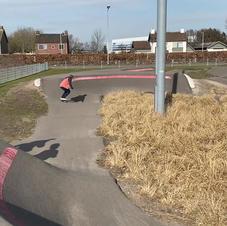 Skateboard op de track
