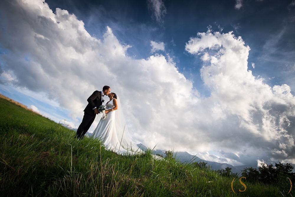 fotografia di matrimonio con sfondo del Gran Sasso D'Italia