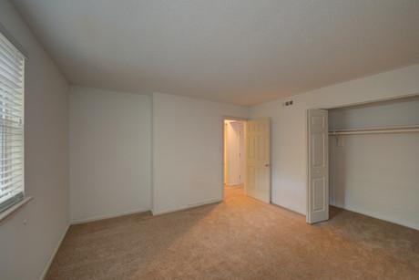 Thousand Oaks Apartments-24.jpg