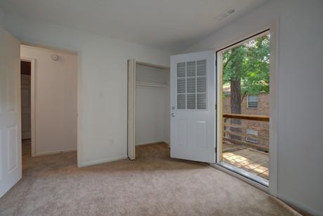 Thousand Oaks Apartments-25.jpg