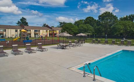 Pembroke Lake Apartments-7 (1).jpg