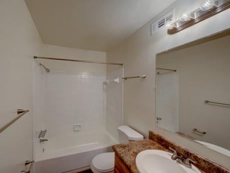 Thousand Oaks Apartments-26.jpg