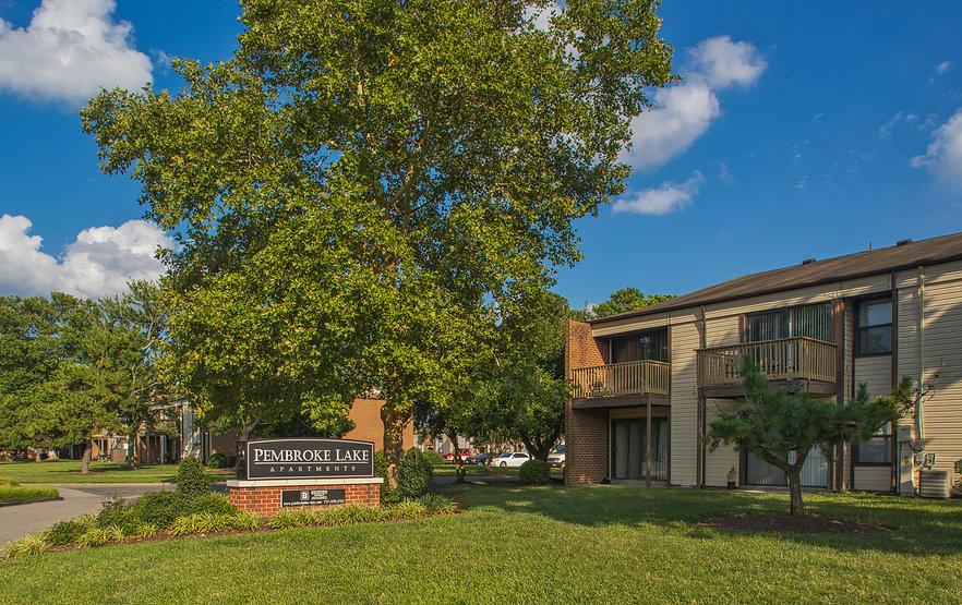 Pembroke Lake Apartments-3.jpg