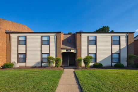 Pembroke Lake Apartments-19.jpg