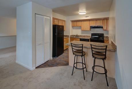 Thousand Oaks Apartments-28.jpg