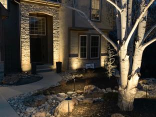 Distinctive Outdoors Residential Lighting