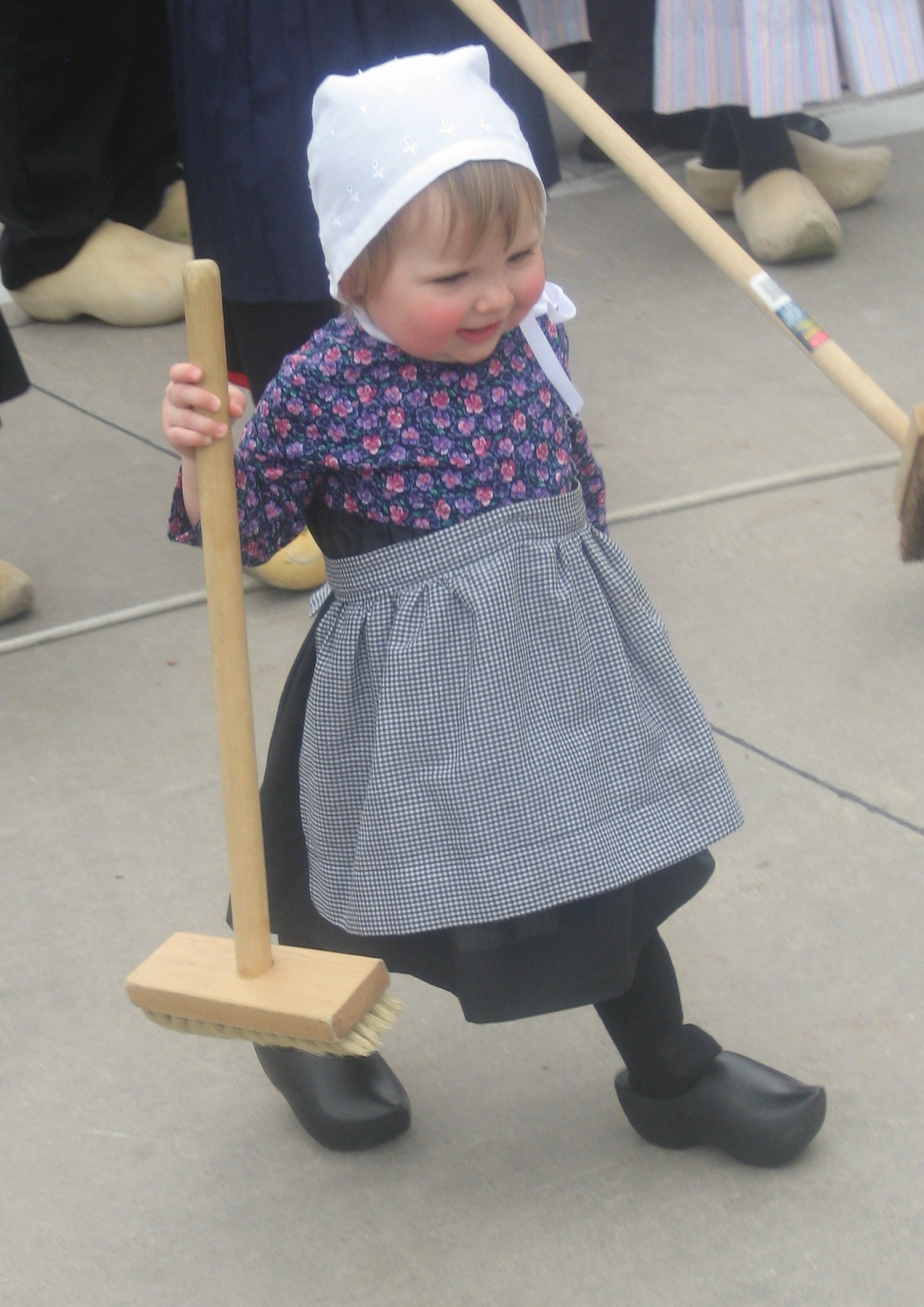 little girl with broom (Klyn)