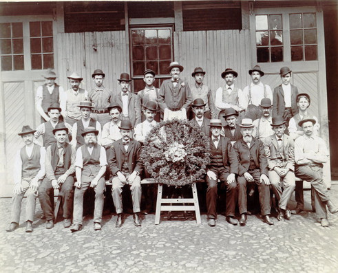 Hermand Born and the original crew from 1850s