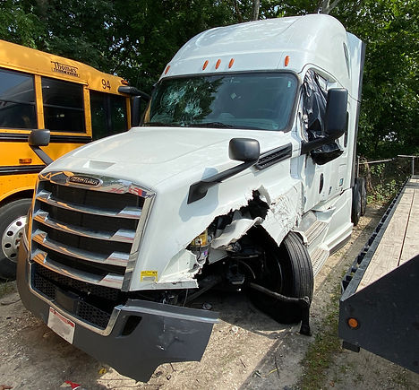 Freightliner Tractor Accident Damage.jpg