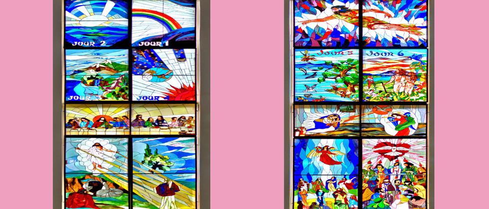 Colonnes de vitraux de chaque côté du Christ ressuscité