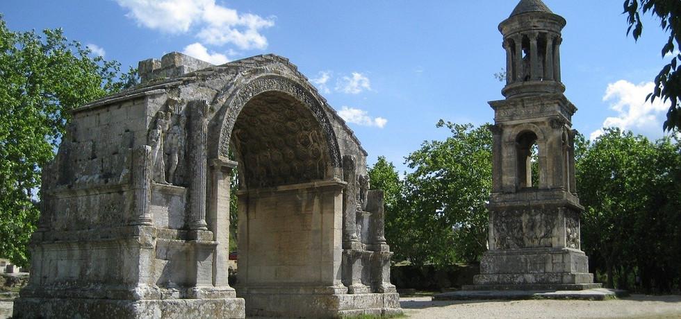 mausoleum-1035343_1280.jpg