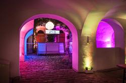 Lichtplanung Innenhof bunt