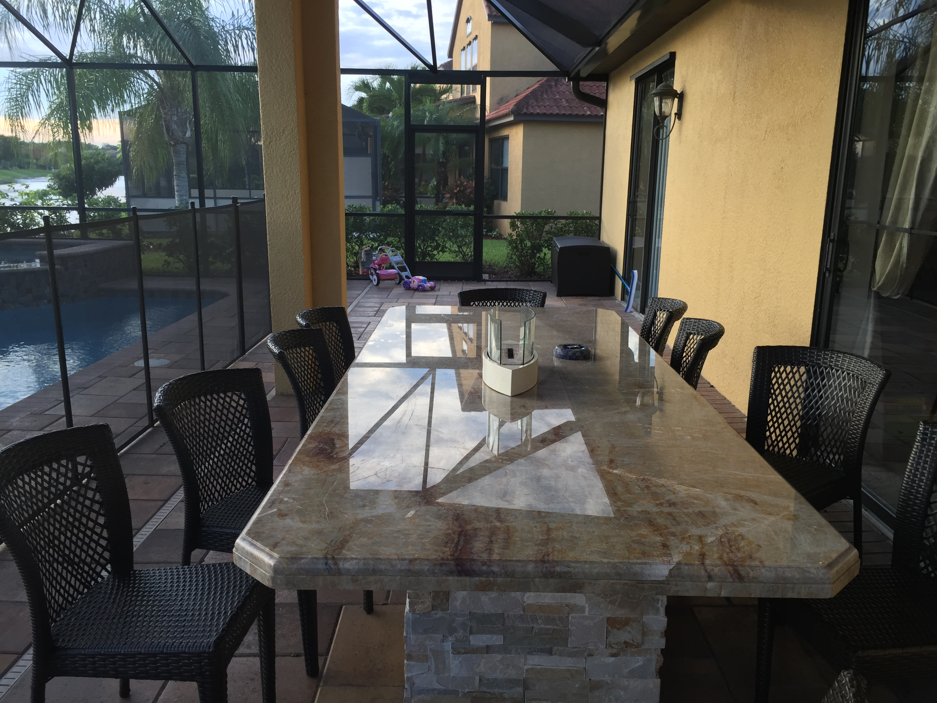 Outdoor table & seating area 02