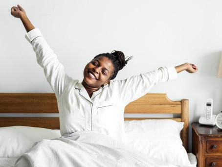 Dificuldade em acordar cedo? Especialistas dão dicas para se sentir mais disposta pela manhã