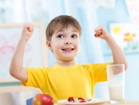 Descubra como cuidar da alimentação infantil dos seus filhos no verão