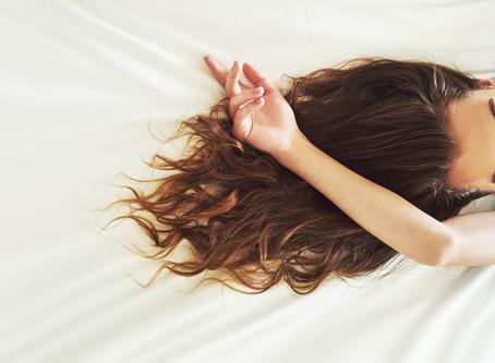 Sono e beleza: cuidados com a pele e cabelos