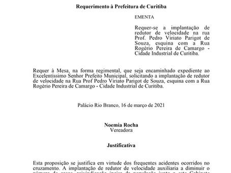 Implantação de redutor de velocidade na rua Prof. Pedro Viriato Parigot de Souza