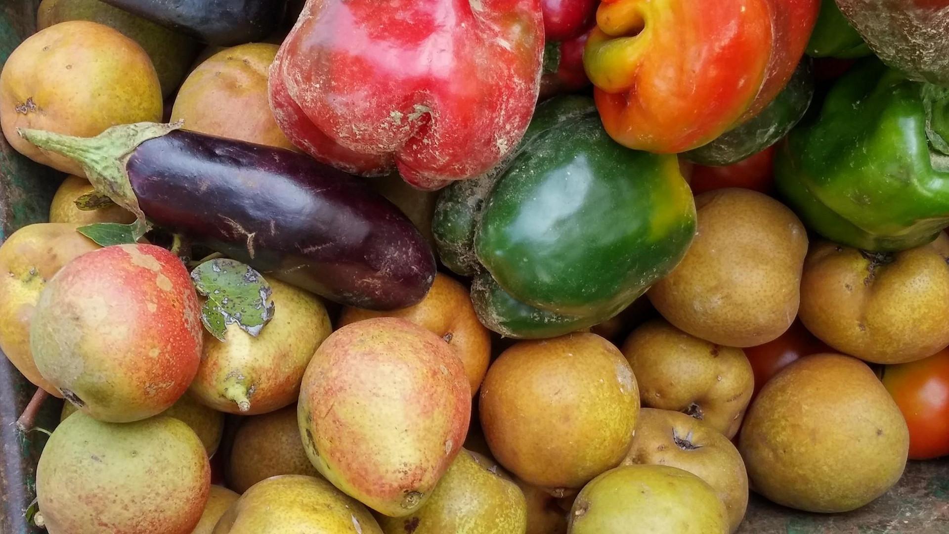 Pere, mele, melanzane e peperoni..