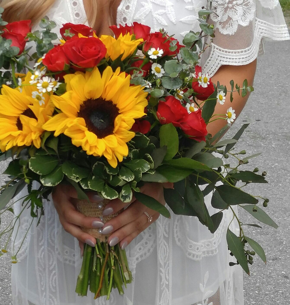 Sunflower wedding Bouquet, Elopement flowers, McKenzie Botanicals, Miss Caroline's Wedding Chapel & Country Cabins