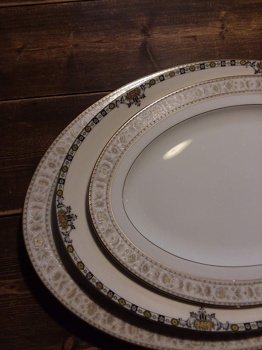 Rental Platters, rental dishes, rental place settings, rental trays