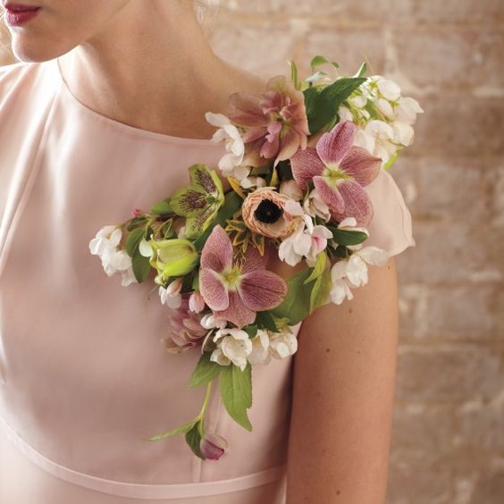 traditional shoulder corsage, wedding flowers, corsage