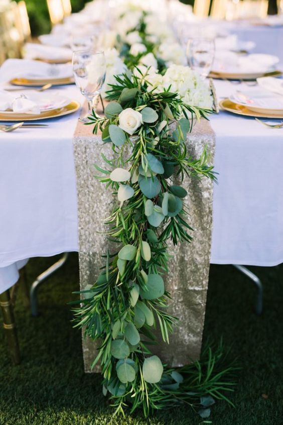 Draping wedding garland. Garland centerpiece