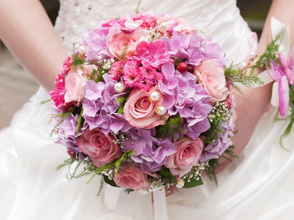 traditional hand held round bouquet image