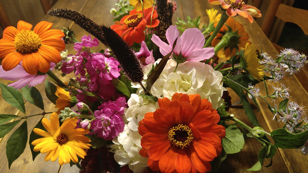 Locally sourced flowers, fresh seasonal flowers, local flowers