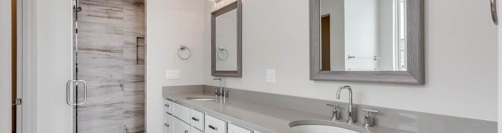 Granite Peak master bathroom