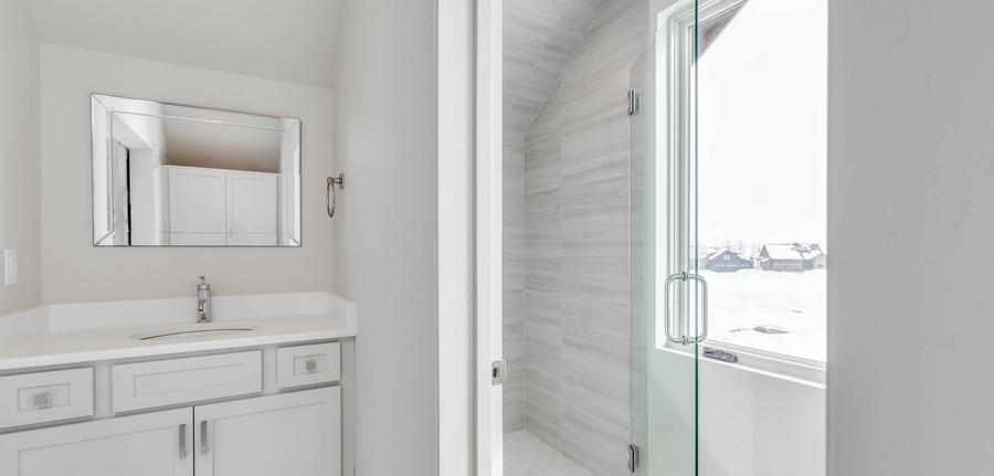 Granite Peak bonus room bathroom