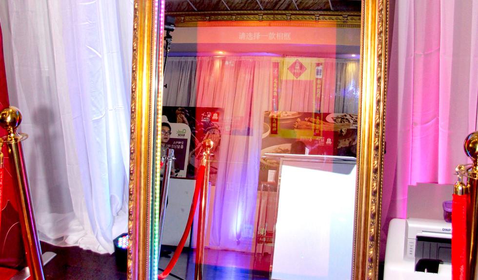 Mirrorphotobooth.jpg