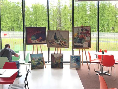 Выставка живописи в Бизнес-школе Сколково